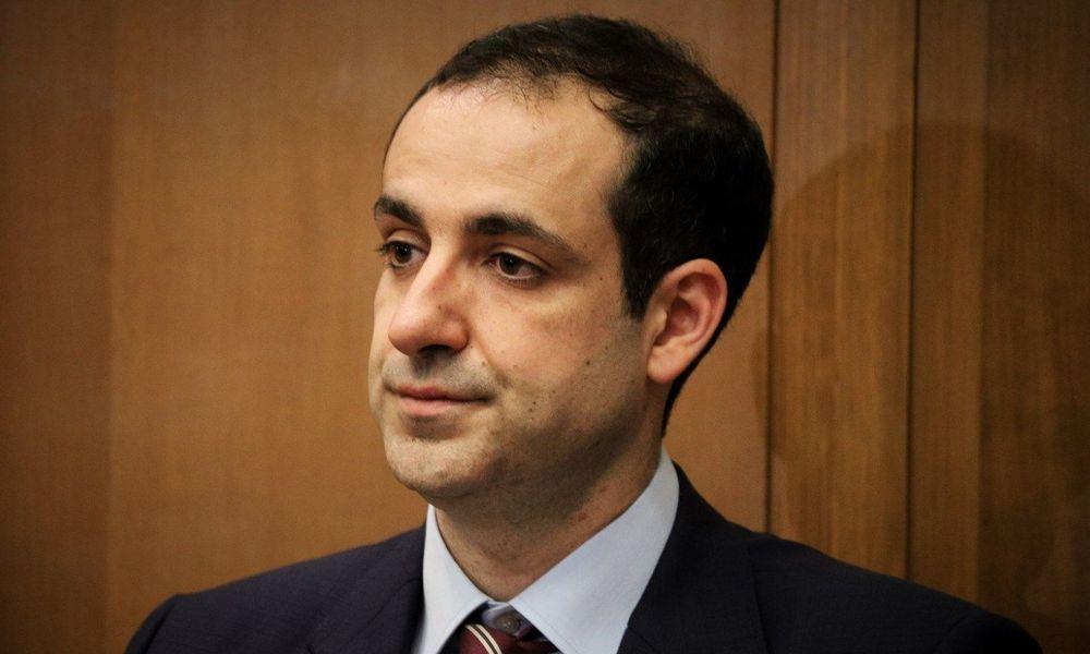 Ο Διευθυντής του Πρωθυπουργικού Γραφείου του Κυριάκου Μητσοτάκη Γρηγόρης Δημητριάδης συνέταιρος του εγκληματία Αριστείδη Φλώρου.